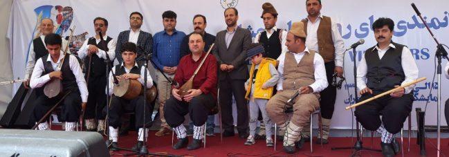 بازدید رحمت اله نوروزی ازنمایشگاه توانمندی های روستاییان وعشایرکشور